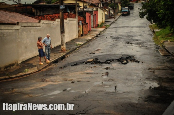 Asfalto da Rua China ficou danificado