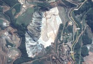 Área da barragem em Bento Rodrigues, distrito de Mariana, em MG (Reprodução/Google)