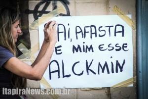 Cartazes protestam contra governador Geraldo Alckmin (PSDB) em escola ocupada