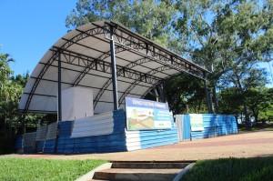 Construção de palco foi retomada no Parque
