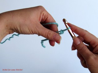 First Chain Stitch of Foundation Chain http://www.itchinforsomestitchin.com
