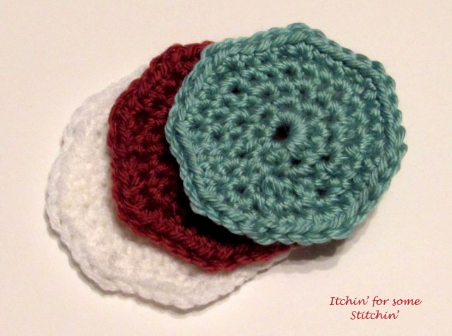 How to Crochet in the Round by http://www.itchinforsomestitchin.com