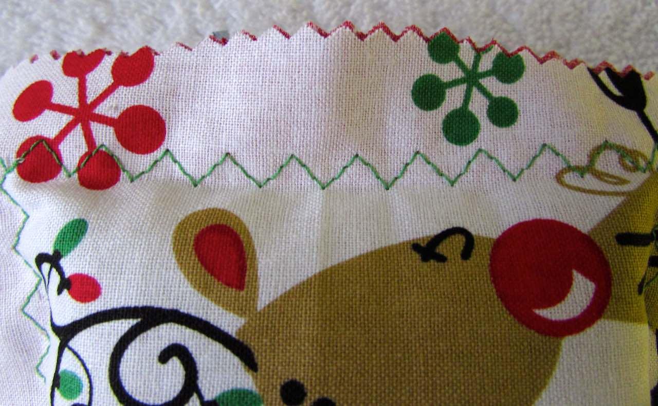 zigzag stitch on scented sachet by www.itchinforsomestitchin.com