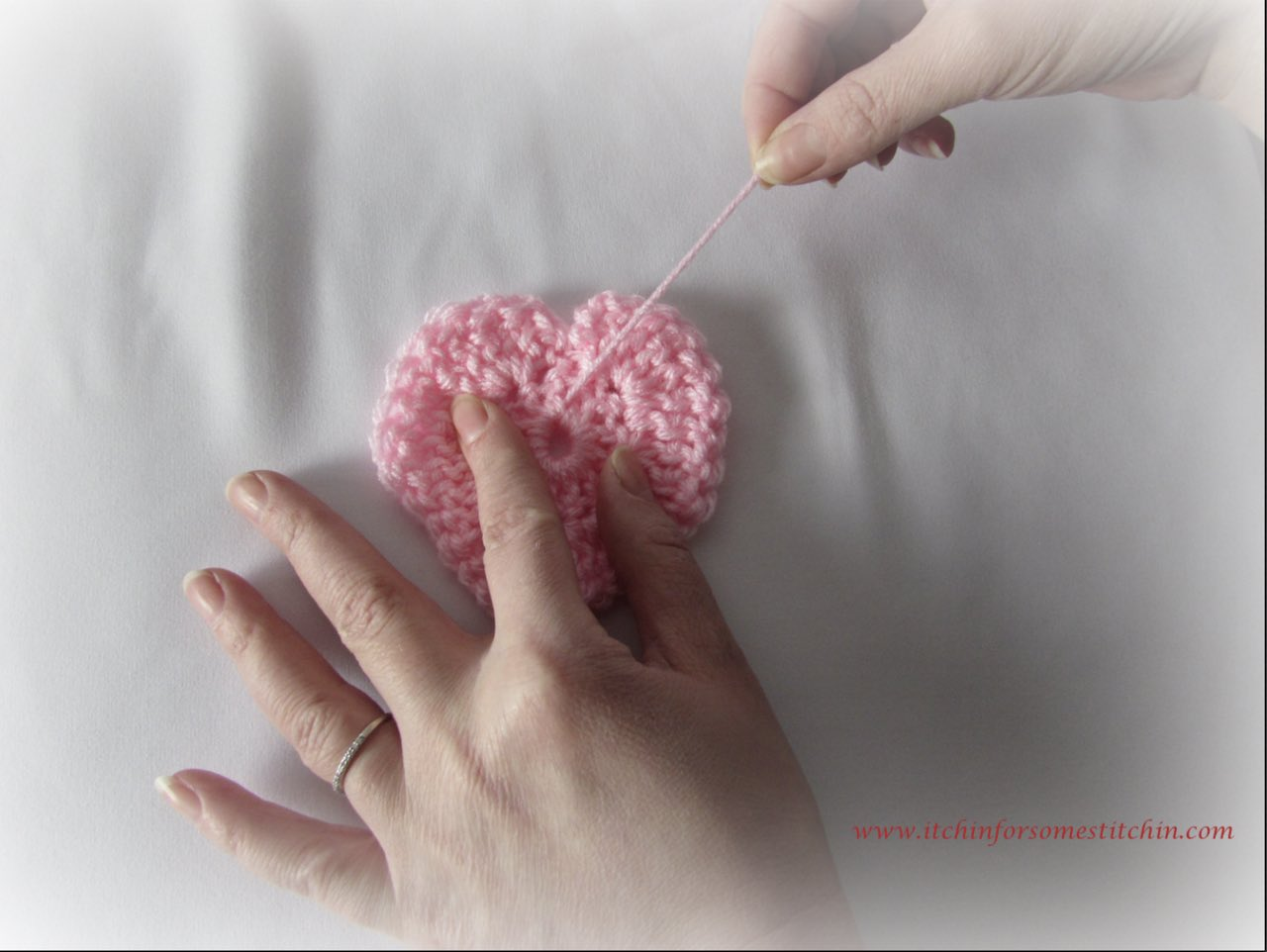 Cinching hole in crocheted heart by www.itchinforsomestitchin.com