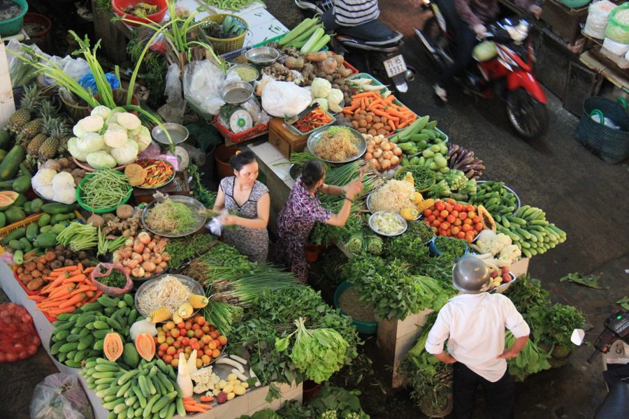 ben tre market vietnam vegetables