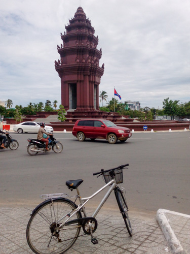 Bicycle infront of Independence monument Phnom Penh, Cambodia