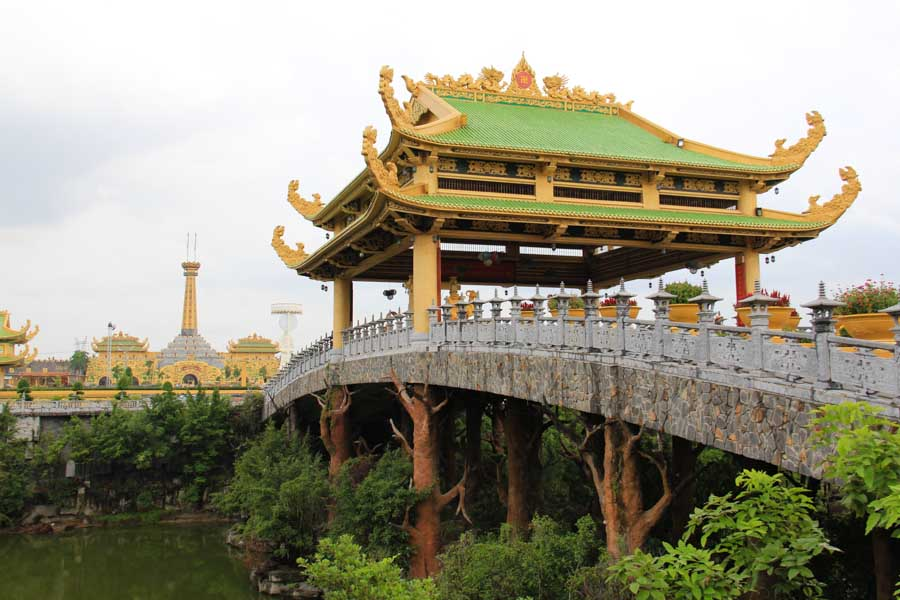 Dai Nam Park bridge