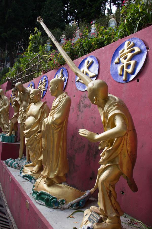statues at 10,000 buddha monastery