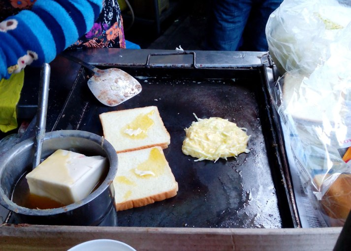 Making an egg sandwich in Korea