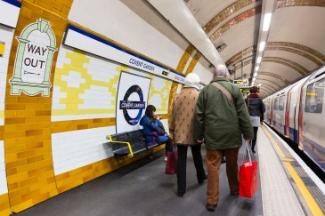 Special Roundels on the Piccadilly Line to mark the beginning of Night Tube service © Transport for London