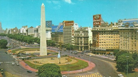 Avenida 9 de Julio in 1980s with obelisk surrounded by roadway