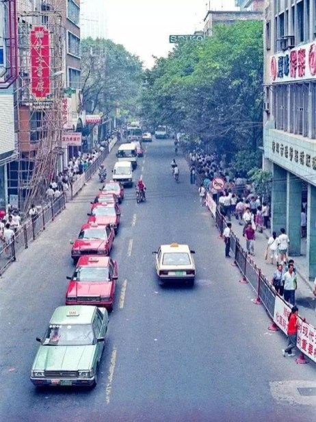 In 1985, Guangzhou had zero kilometers of rapid transit.