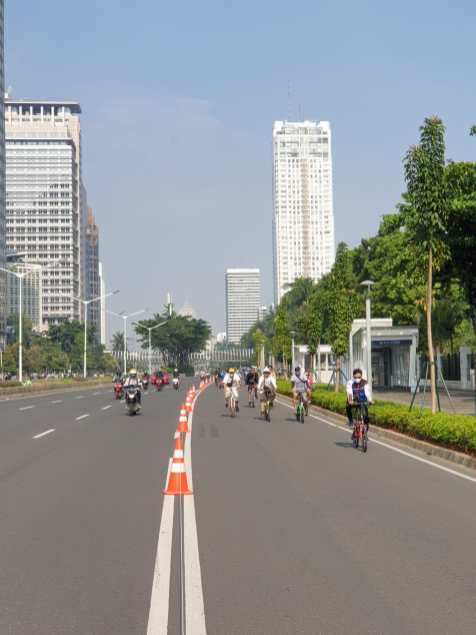 Every Sunday, Jakarta hosts a car free day. This is an opportunity for new cyclists to explore the streets without a far of cars.