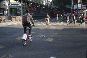 In Mexico City's Avenida de los Insurgentes, cycle lanes have been immensely popular with high rates of cycling in 2020.