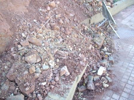 caida muro contencion