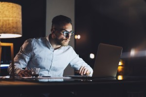 Fight Eye Strain During Long Working Hours By These Tricks and Tips