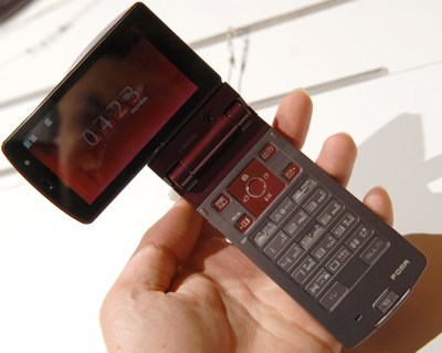 NTT DoCoMo Fujitsu F904i Mobile Phone