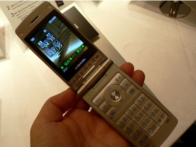 lg-nttdocomo-foma-l705i-phone-4.jpg