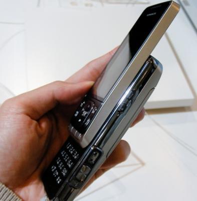 sony-ericsson-nttdocomo-so905ics-cyber-shot-phone-3.jpg