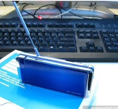 sharp-ntt-docomo-sh906i-phone-2.jpg
