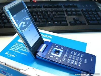 sharp-ntt-docomo-sh906i-phone-4.jpg