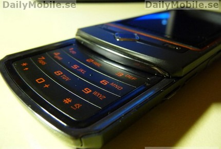 samsung-s8300-slider-amoled-touchscreen-2.jpg