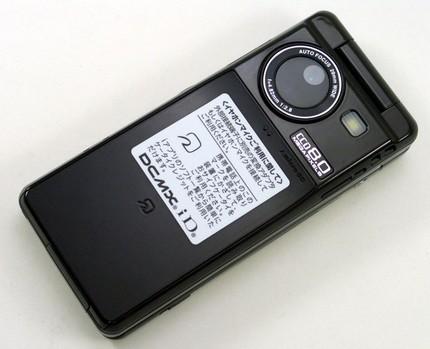 ntt-docomo-sharp-sh-03a-8mpix-clamshell-phone-6.jpg