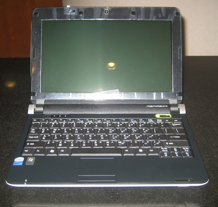 acer-aspire-one-d150-unboxed-4.jpg