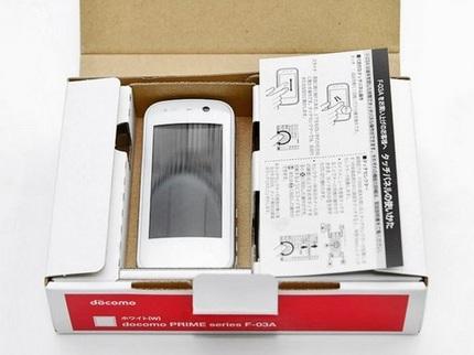 ntt-docomo-fujitsu-prime-f-03a-touchscreen-phone-unboxed.jpg