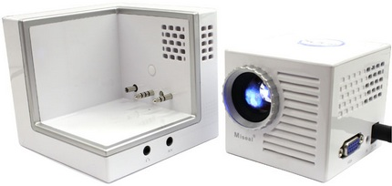 thanko-miseal-mini-projector-palm-sized-3.jpg