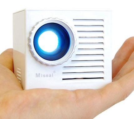 thanko-miseal-mini-projector-palm-sized.jpg