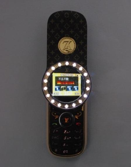 imobile-phone-v453-motorola-aura-clone-louis-vuitton-monogram-5.jpg