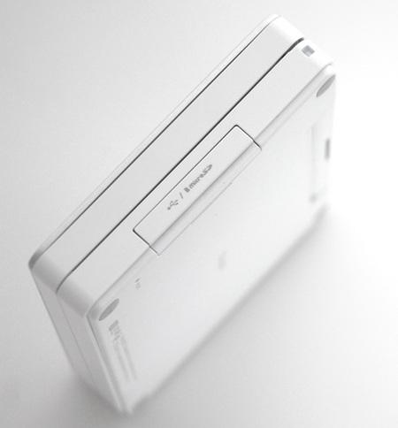 iRiver dicple D7 E-Dict PMP White side
