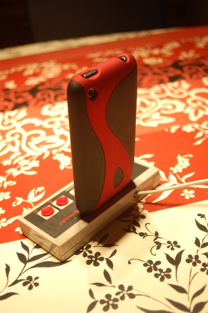 DIY NES Controller iPhone Dock back with iphone