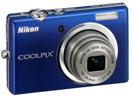 Nikon CoolPix S570 Digital Camera blue