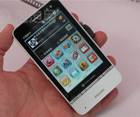 Philips V900 OMS Android Phone on hand 1