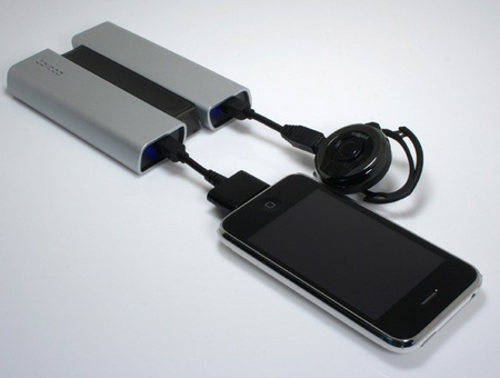 CallPod Fueltank DUO portable charger in use