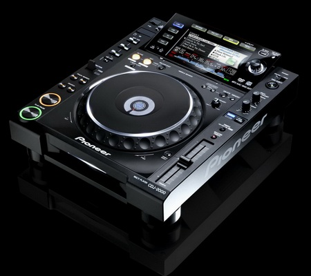 Pioneer CDJ-2000 and CDJ-900 DJ Turntables