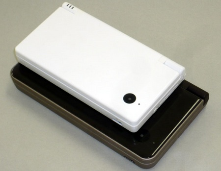 Nintendo DSi LL size up