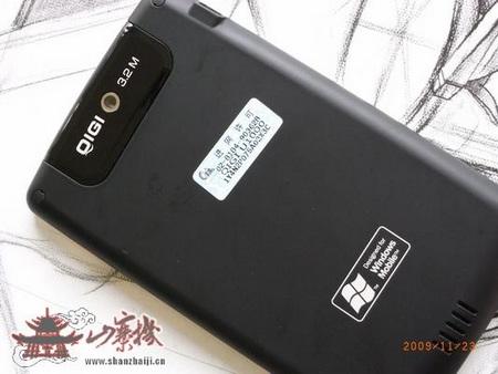 QiGi Smartbook U1000 WinMo MID live shots back