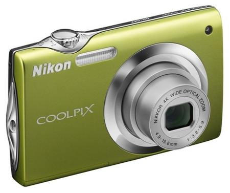 Nikon CoolPix S3000 digital camera green