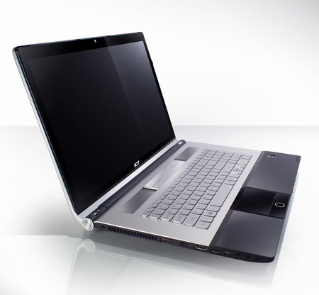 Acer Aspire AS8943G Multimeda Notebook side