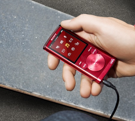 Sony Walkman NWZ-E450 Series PMP with Lyrics Sync and Karaoke red