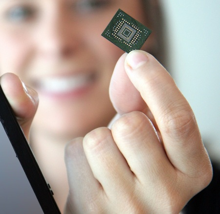 SanDisk iSSD with 64GB is the World's Smallest on hand