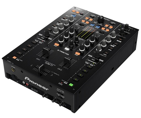 Pioneer DJM-T1 Digital Mixer with TRAKTOR SCRATCH 2 DJ software