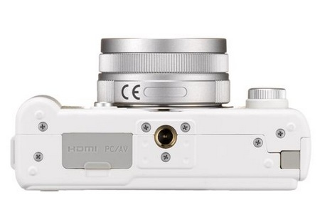 Pentax Q is the World's Smallest and Lightest Interchangeable Lens Camera white bottom