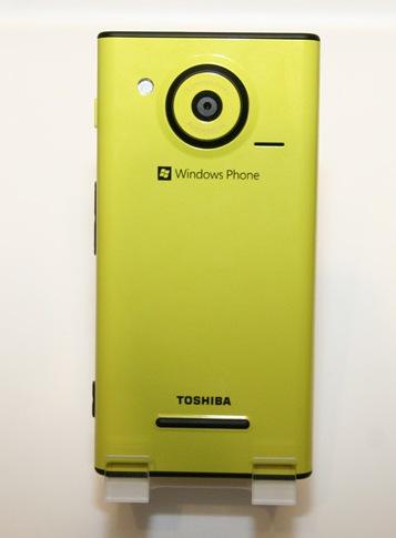 KDDI au IS12T Windows Phone by Fujitsu Toshiba runs Mango live shot