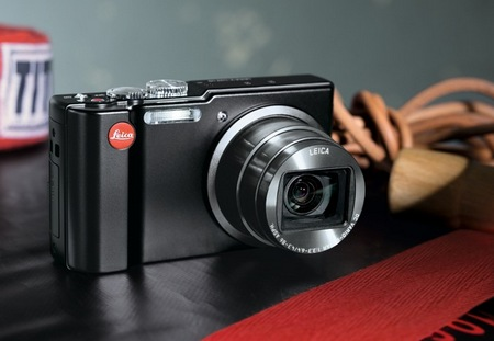 Leica V-Lux 40 Compact Digital Camera in use 1