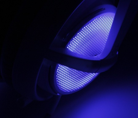 SteelSeries Siberia v2 Frost Blue Headset light on