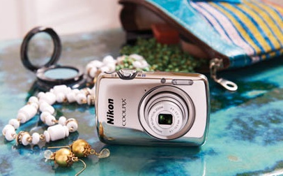 Nikon CoolPix S01 Ultra-compact Digital Camera with accessories